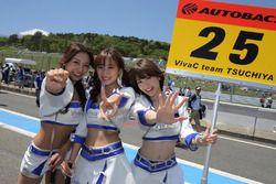 Девушки команды Tsuchiya