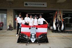 De winnaars van F1 in Schools Outstanding Sportsmanship Award - Oostenrijkse deelnemer Airy Eagles,