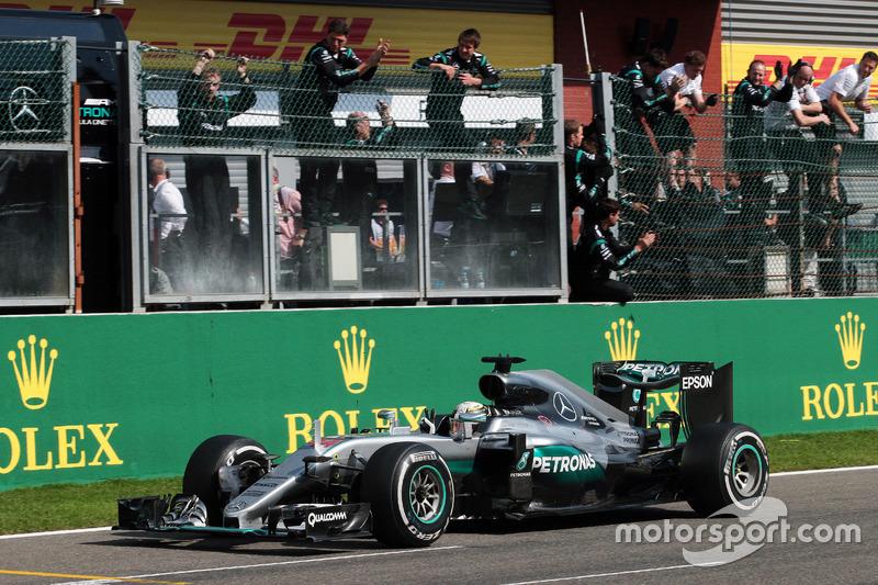 11-15. 18 позиций – Льюис Хэмилтон, Mercedes: с 21-го на 3-е, Гран При Бельгии 2016 года