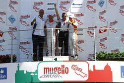 Gara 2, Podio TCS: Giampiero Wyhinny, Seat Cupra ST-TCS e Andrea Bassi, Seat Leon-TCS 2.0