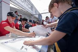 Autograph session, Maximilian Günther, Prema Powerteam Dallara F312 - Mercedes-Benz