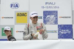 Подиум: Джордж Рассел, HitechGP Dallara F312 – Mercedes-Benz; Каллум Илотт, Van Amersfoort Racing Dallara F312 – Mercedes-Benz