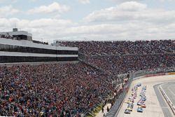 Start: Kevin Harvick, Stewart-Haas Racing Chevrolet llider