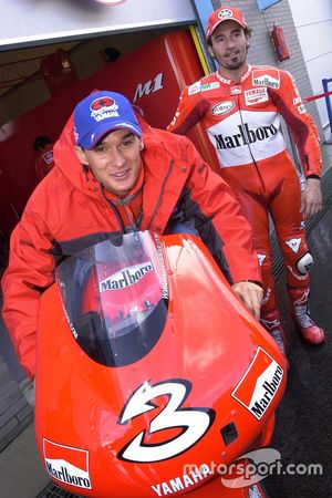 Motocrosslegende Stefan Everts met Max Biaggi, Yamaha Team