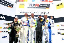 Podium: Sieger Antti Buri, LMS Racing, SEAT Leon TCR; 2. Mike Halder, Liqui Moly Team Engstler, SEAT