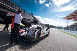 Übergabe der Tourist-Trophy aus Silverstone an #2 Porsche Team, Porsche 919 Hybrid: Romain Dumas, Ne