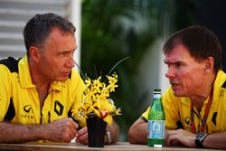 (L to R): Bob Bell, Renault Sport F1 Team Chief Technical Officer with Alan Permane, Renault Sport F