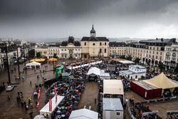 Sfeerbeeld scrutineering Place de la République