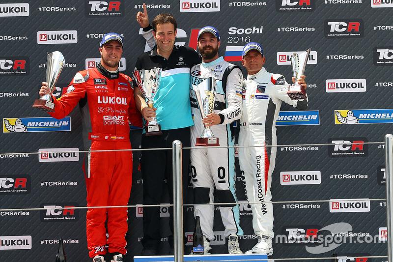 Podium: Sieger Stefano Comini, Leopard Racing, Volkswagen Golf GTI TCR; 2. Pepe Oriola, Team Craft-Bamboo, SEAT León TCR; 3. Gianni Morbidelli, West Coast Racing, Honda Civic TCR