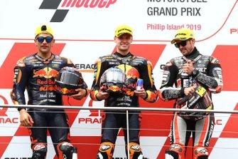 Podium : le vainqueur Jorge Martin, KTM Ajo, le deuxième Brad Binder, KTM Ajo, et le troisième Thomas Luthi, Intact GP