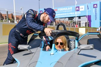 Cantante Ellie Goulding con Sam Bird, Virgin Racing