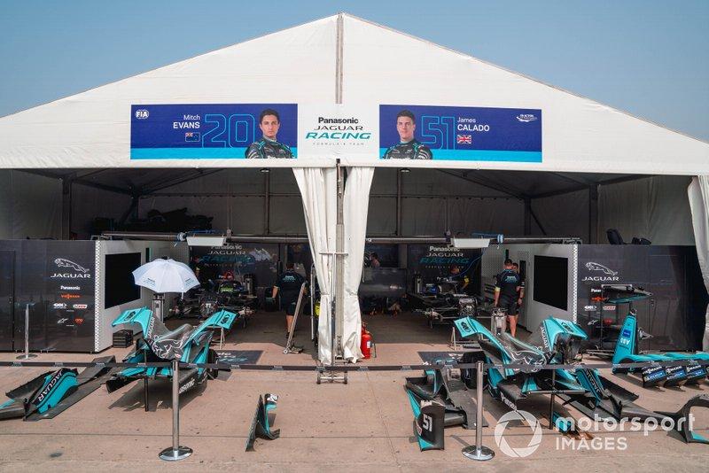 Garages of Mitch Evans, Jaguar Racing, Jaguar I-Type 4, James Calado, Jaguar Racing, Jaguar I-Type 4