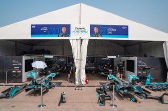 Garajes de Mitch Evans, Jaguar Racing, Jaguar I-Type 4, James Calado, Jaguar Racing, Jaguar I-Type 4