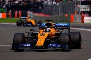 Carlos Sainz Jr., McLaren MCL34, Sebastian Vettel, Ferrari SF90