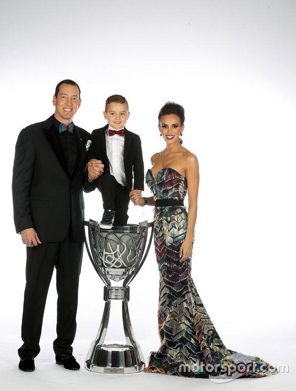 Kyle Busch, su esposa Samantha y su hijo Brexton
