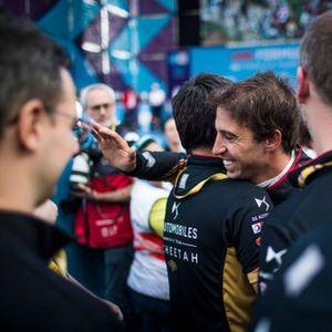 Podio: segundo lugar Antonio Felix da Costa, DS Techeetah celebra con su equipo