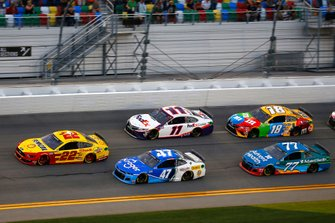 Joey Logano, Team Penske, Ford Mustang Shell Pennzoil, Ricky Stenhouse Jr., JTG Daugherty Racing, Chevrolet Camaro Kroger