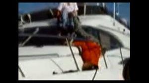 Raikkonen cai bêbado num barco