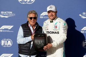 Valtteri Bottas, Mercedes AMG F1, receives the Pirelli Pole Position Award from former racer Mario Andretti