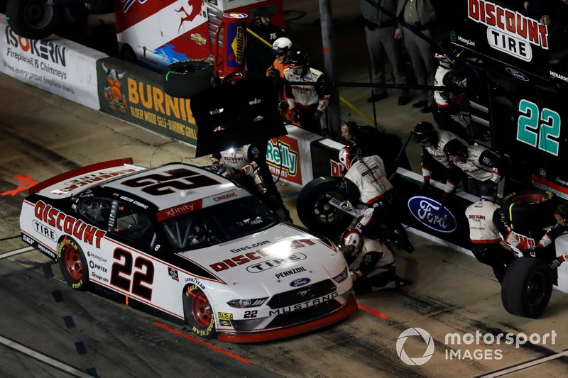 Austin Cindric, Team Penske, Ford Mustang Discount Tire, pit stop
