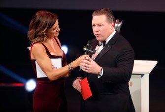 Zak Brown, Executive Director, McLaren, sul palco per presentare il Moment of the Year award