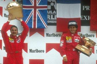 Podio: il vincitore della gara Alain Prost, Ferrari, secondo classificato Nigel Mansell, Ferrari, al GP del Messico del 1990