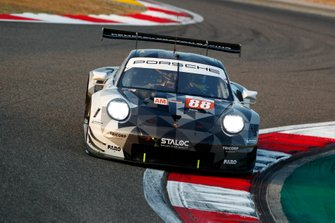 #88 Dempsey-Proton Racing Porsche 911 RSR: Thomas Preining, William Bamber, Angelo Negro