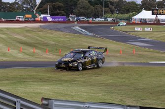 David Reynolds, Luke Youlden, Erebus Motorsport Holden run wide