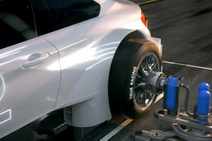 Specially constructed industrial robots to conduct rapid changes of all four wheels