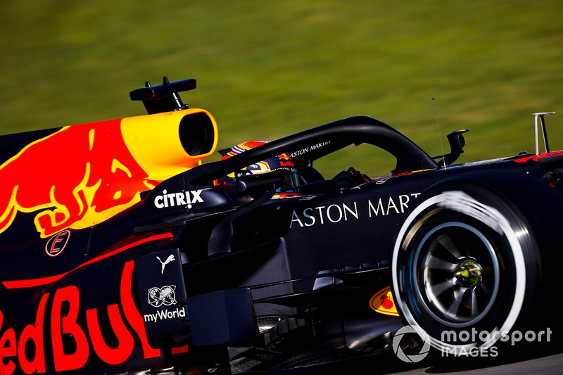 13º Alex Albon, Red Bull Racing: 1:17.912 (con neumáticos C2)