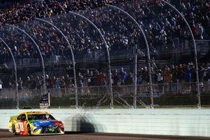 Race winner and Champion Kyle Busch, Joe Gibbs Racing, Toyota Camry M&M'