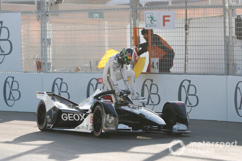 Brendon Hartley, Dragon Racing, Penske EV-4, stops on track