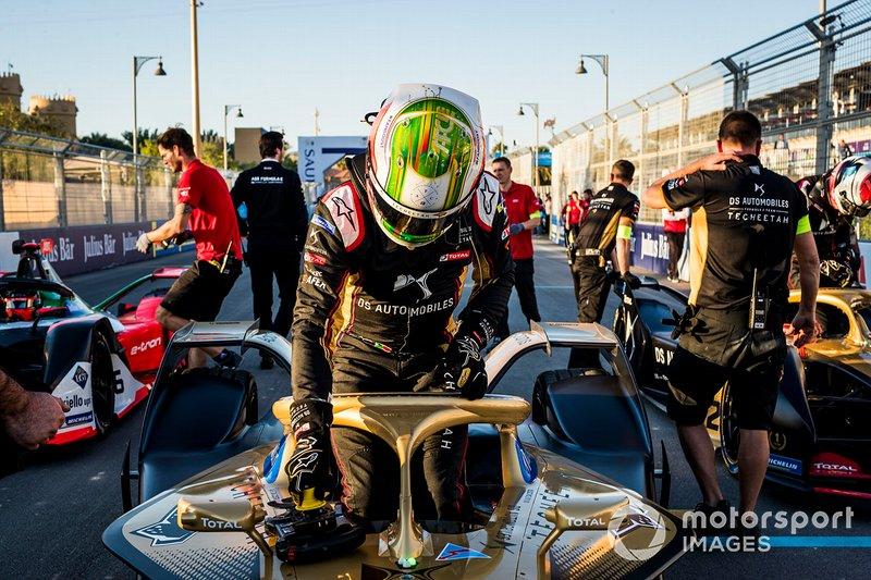 Antonio Felix da Costa, DS Techeetah climbs out of his car on the grid