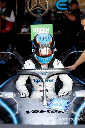 Nyck De Vries, Mercedes Benz EQ climbs into the cockpit