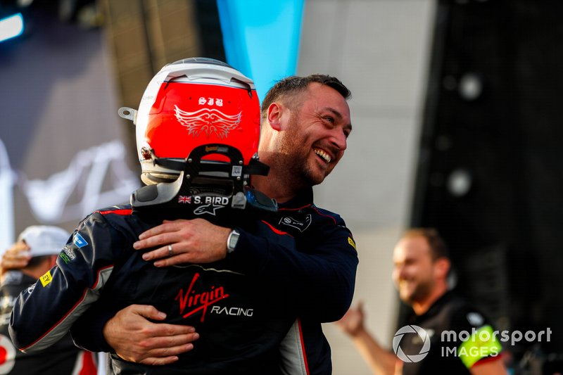 Stephen Lane, Envision Virgin Racing, Senior Race Engineer si congratula con il vincitore della gara Sam Bird, Virgin Racing