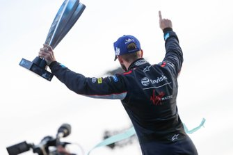 Racewinnaar Sam Bird, Virgin Racing op het podium