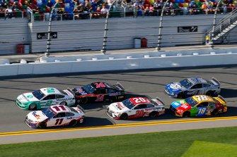 Denny Hamlin, Joe Gibbs Racing, Toyota Camry FedEx Express and Brad Keselowski, Team Penske, Ford Mustang MoneyLion