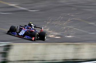 Scintille dalla monoposto di Pierre Gasly, Toro Rosso STR14