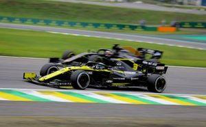 Daniel Ricciardo, Renault F1 Team R.S.19, leads Romain Grosjean, Haas F1 Team VF-19