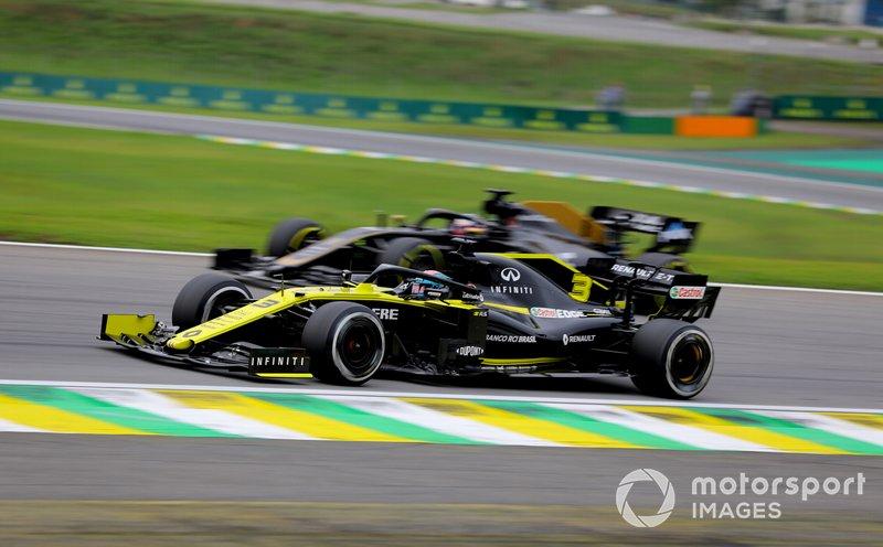 Daniel Ricciardo, Renault F1 Team R.S.19, Romain Grosjean, Haas F1 Team VF-19