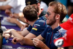 Sam Bird, Virgin Racing signs autographs for fans