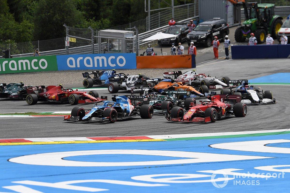 Valtteri Bottas, Mercedes W12, Fernando Alonso, Alpine A521, Charles Leclerc, Ferrari SF21, Lance Stroll, Aston Martin AMR21 en la salida