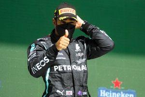 Lewis Hamilton, Mercedes, geeft een duimpje omhoog