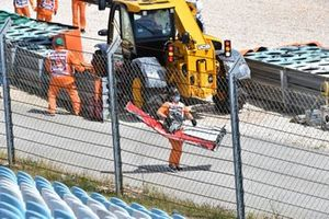 A marshal with the broken wing from the car of Kimi Raikkonen, Alfa Romeo Racing C41