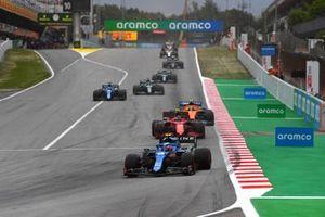 Esteban Ocon, Alpine A521, Carlos Sainz Jr., Ferrari SF21, and Lando Norris, McLaren MCL35M