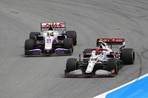 Antonio Giovinazzi, Alfa Romeo Racing C41, Mick Schumacher, Haas VF-21