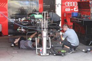 Des mécaniciens d'Audi Sport ABT Schaeffler