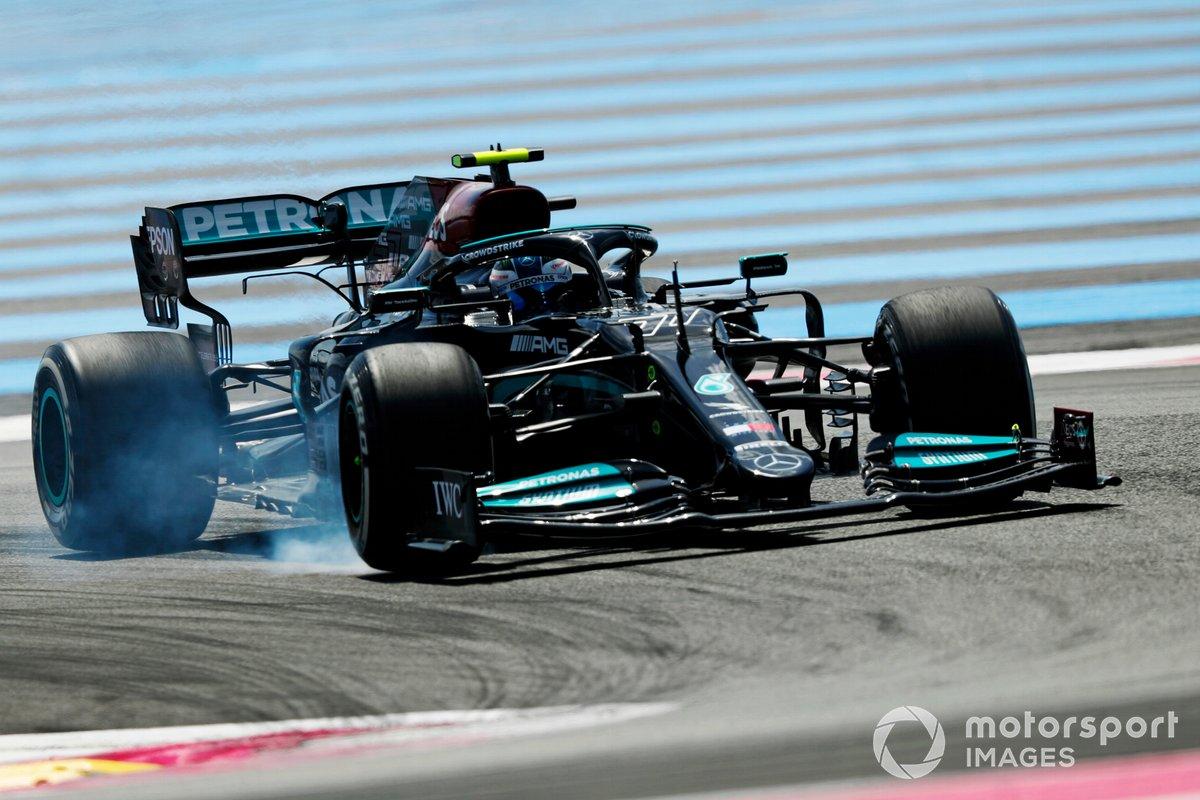 Valtteri Bottas, Mercedes W12, bloquea