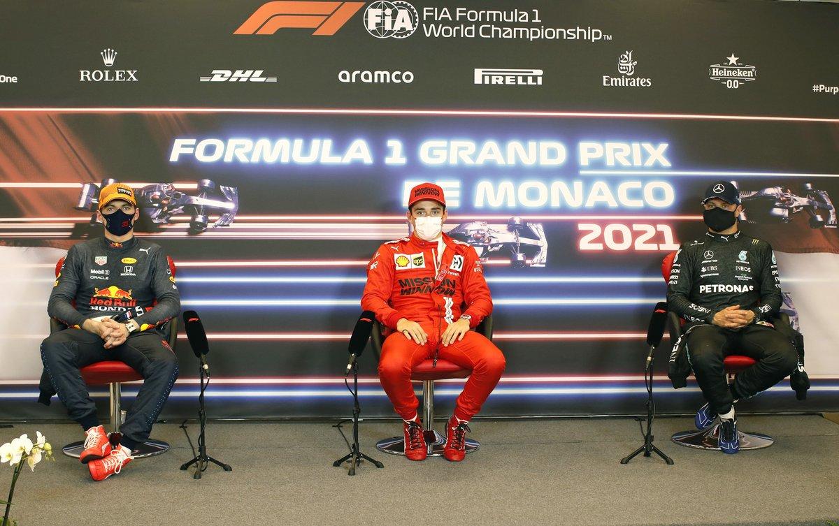 Max Verstappen, Red Bull Racing, pole man Charles Leclerc, Ferrari, Valtteri Bottas, Mercedes, en la rueda de prensa posterior a la clasificación
