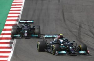 Valtteri Bottas, Mercedes W12, Lewis Hamilton, Mercedes W12, en Max Verstappen, Red Bull Racing RB16B